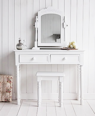 An alternative New ENgland white dressing table with ceramic handles